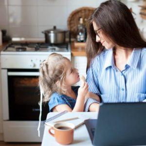 Jak zabavit malé děti doma? Tipy na krátké i dlouhé chvíle